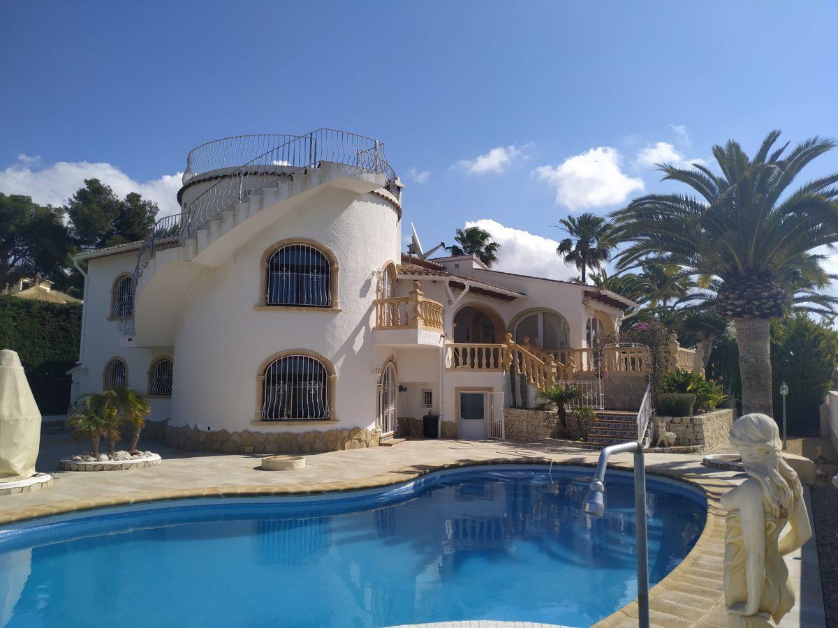 Benissa: Traumhafte Villa mit 2 Wohneinheiten und Meerblick nähe Golfplatz