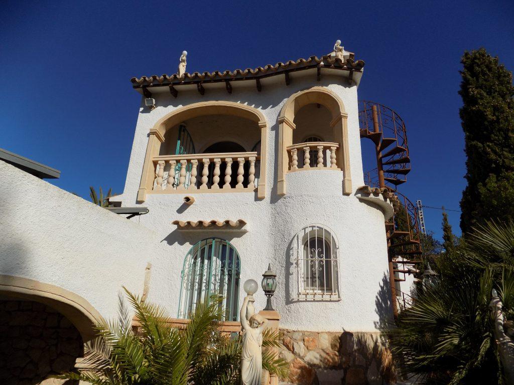 Villa im spanischen Stil mit großem Garten nähe Küste und Golfplatz in Benissa